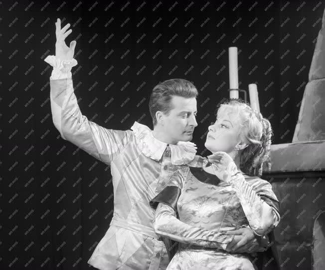 Kultúra - Színház - A maszka tánca