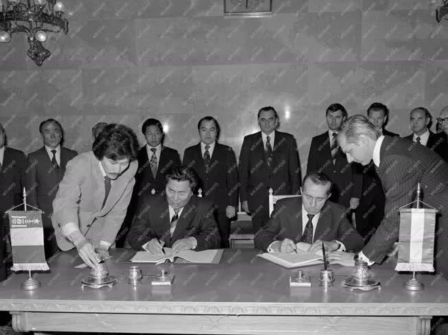 Külgazdaság - Magyar-mongol gazdasági egyezmény aláírása