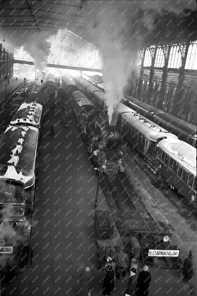 Közlekedés - Vasút - Nyugati pályaudvar
