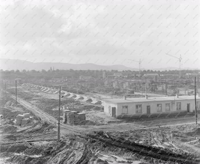 Városkép-életkép - Épülő lakótelep Vácott