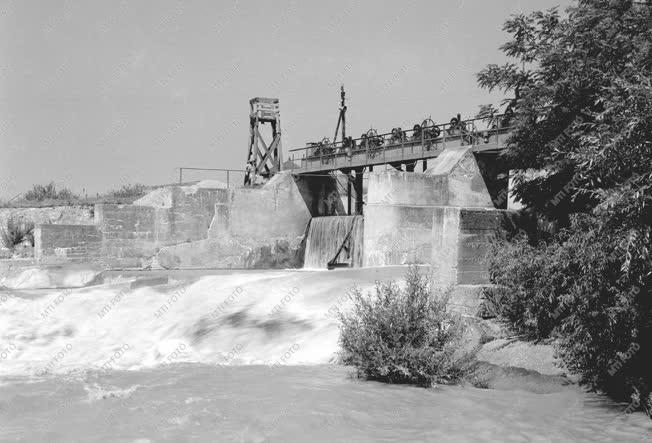 Energia - Az ország első vízierőműve