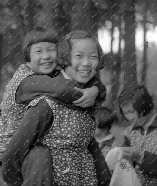 Állami gondozás - Gyermeknap - A Pak Den Aj gyermekotthon kirándulása
