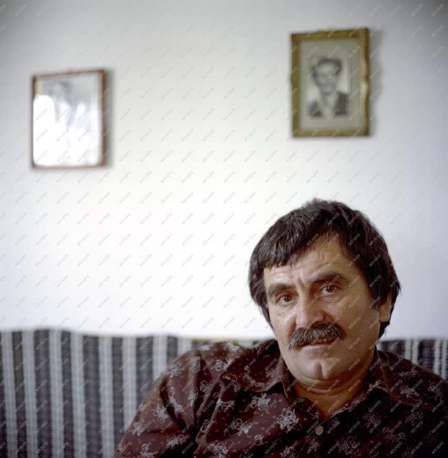 Irodalom - Juhász Ferenc költő