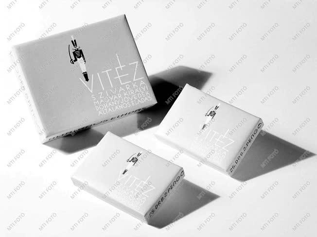 Gazdaság - Dohánytermék reklámja - Vitéz márkájú szivarka