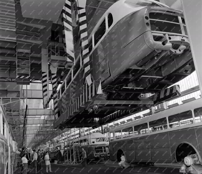 Ipar - Ikarus autóbuszok karosszériája