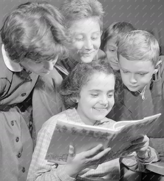 Könyvtár - Sallai Imre utcai gyermekkönyvtár