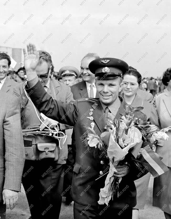 Külkapcsolat - Jurij Gagarin világ első űrhajósa Budapesten
