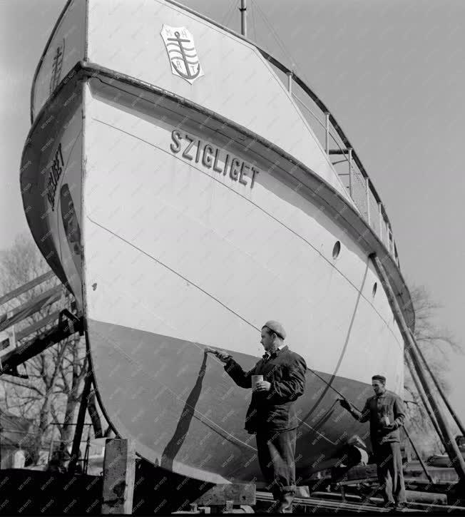 Vízi közlekedés - Hajó