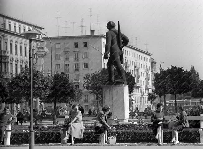 Városkép-életkép - Győr - A Tanácsház tér