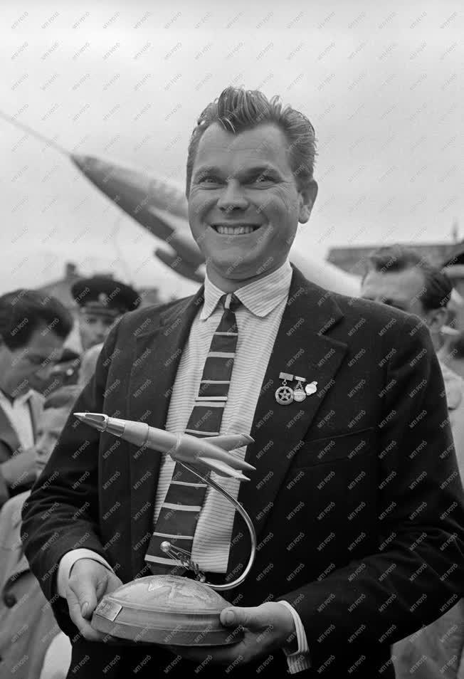 Ünnep - Augusztus 20. - Jurij Gagarin Sztálinvárosban