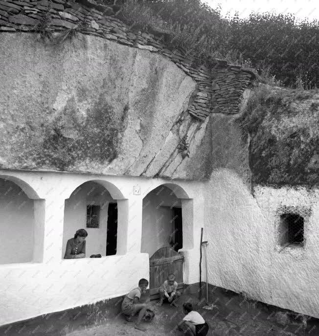 Életmód - Barlanglakás Szomolyán