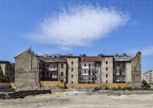 Városkép - Budapest - Régi lakóház a Józsefvárosban