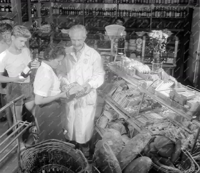 Városkép-életkép - Önkiszolgáló élelmiszerbolt Debrecenben