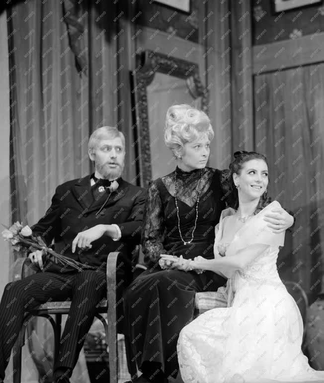 Kultúra - Színház - Bennett-Knoblauch: Mérföldkövek - Vizsgaelőadás