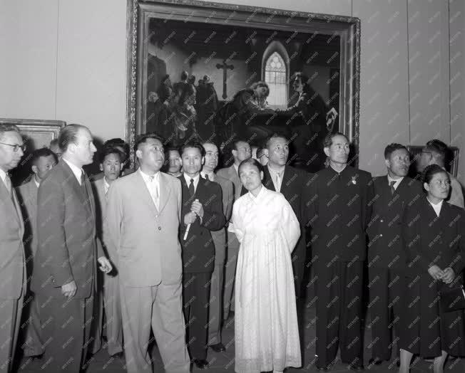 Kulturális kapcsolat - Koreai kormánydelegáció a Szépművészeti Múzeumban