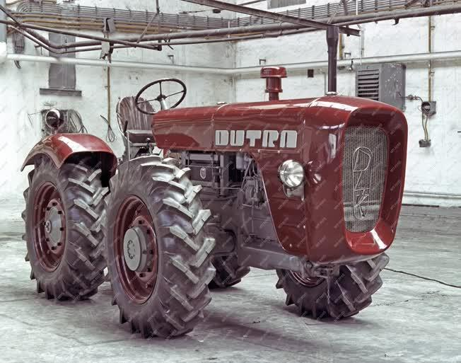 Járműipar - Dutra D4K traktor