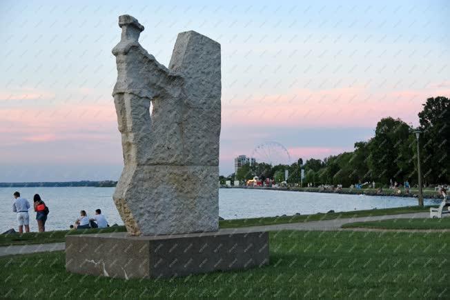 Köztéri szobor - Siófok - Balatoni sellő