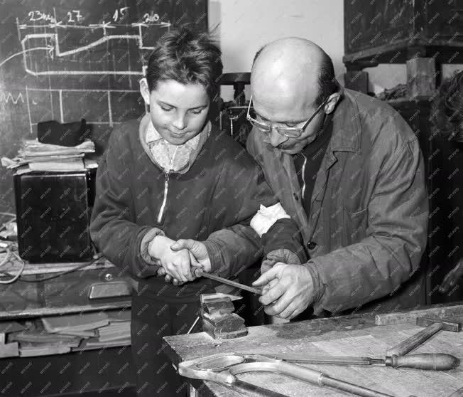 Oktatás - Politechnikai óra a zalaegerszegi Petőfi utcai általános iskolában