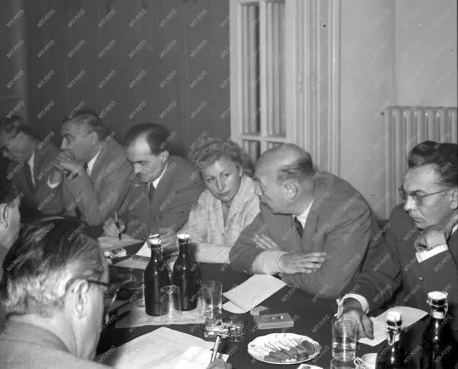 Belpolitika - A Hazafias Népfront bizottsági ülése