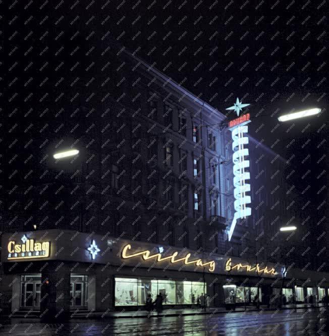 Városkép - Esti Budapest - Csillag Áruház
