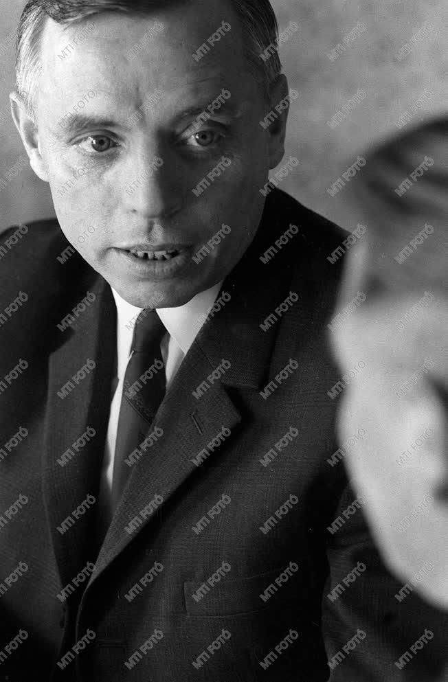 Simon István Kossuth-díjas költő, műfordító