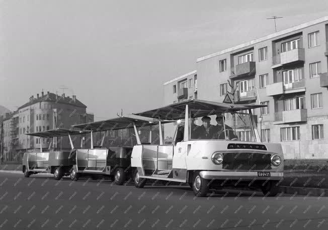 Jármű - A balatoni mikrobusz Budapesten