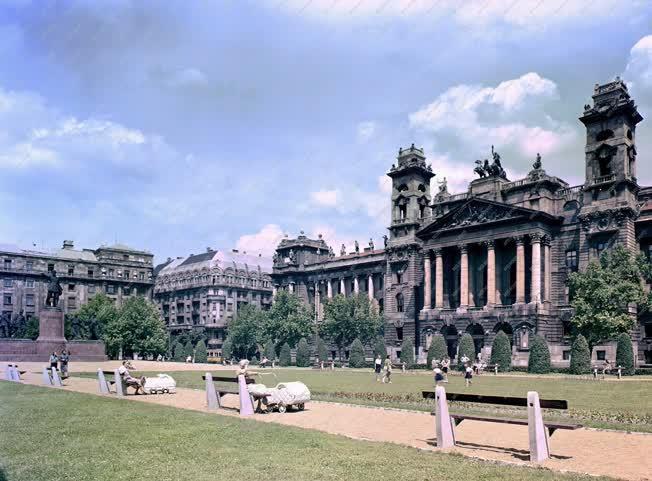 Városkép - Budapest - Kossuth Lajos tér