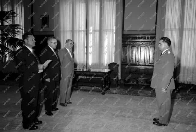 Belpolitika - Czinege Lajos eskütétele