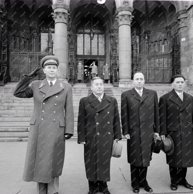 Diplomácia - Átadta megbízólevelét az új koreai nagykövet