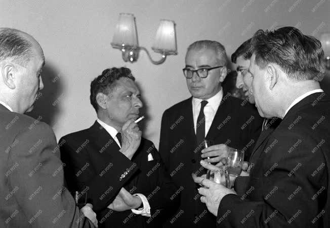 Külkapcsolat - Fogadás az indiai követségen Nehru tiszteletére