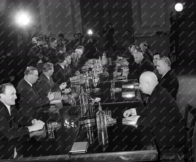 Külkapcsolat - Tárgyalás az MSZMP KB székházában