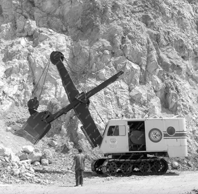 Ipar - Bányászat - Dunai Cement Művek bányája