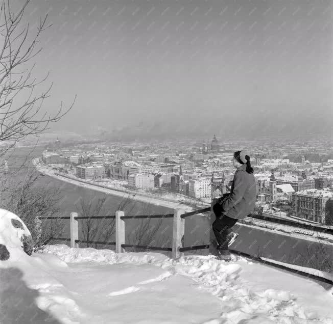 Városkép-életkép - Havas panoráma a Gellérthegyről