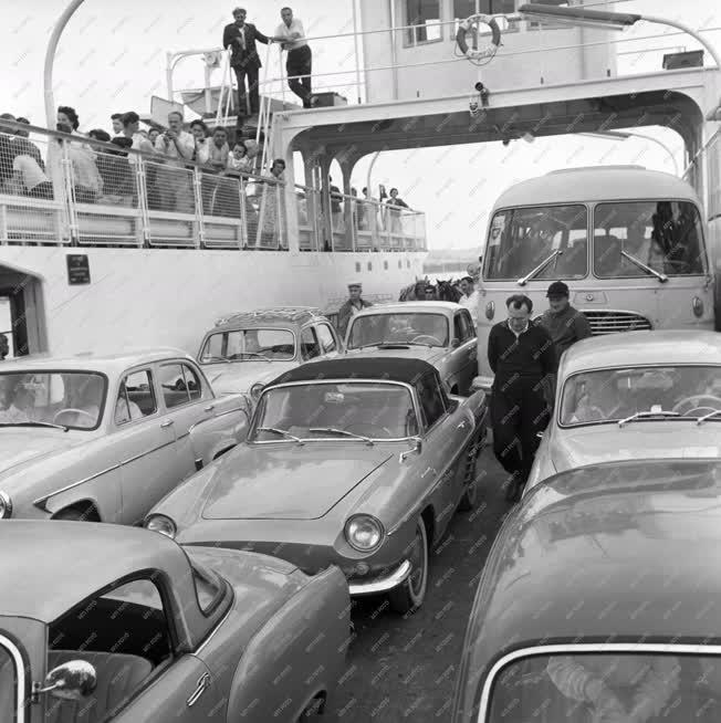 Vízi közlekedés - Komp közlekedés a Balatonon
