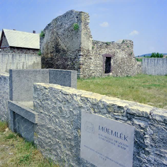 Városkép - Műemlék - XIII. századi templomrom Csopakon