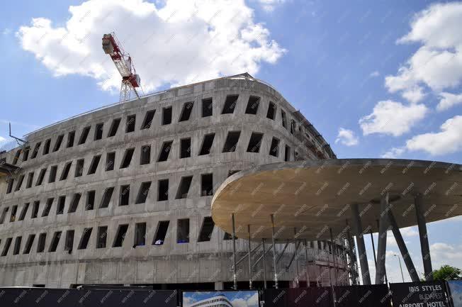 Építőipar - Budapest - Hotel épül a repülőtéren