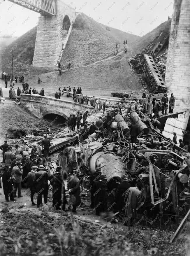 Történelem - Merénylet - Vonat robbantás