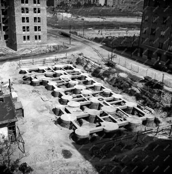Ipar - Épül a lágymányosi lakótelep