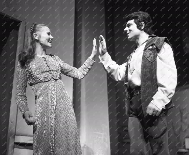 Színház - Bemutató - Rómeó és Júlia