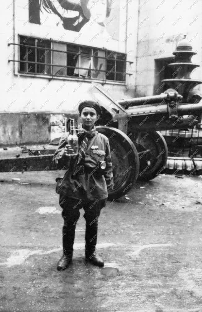 Belpolitika - 56-os forradalom - Corvin köz