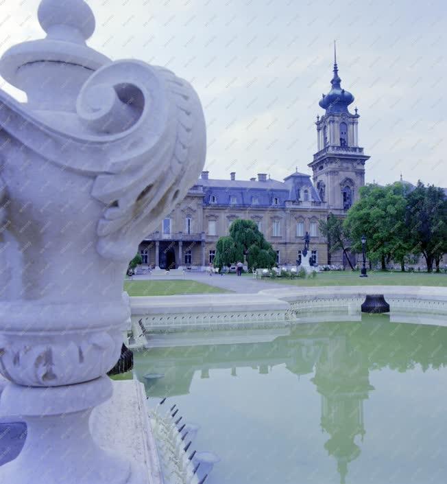 Kultúra - A keszthelyi Festetics kastély előkertje