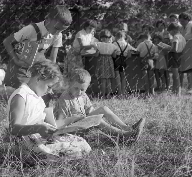 Oktatás - Tankönyvosztás a Nagysismándi Általános Iskolában