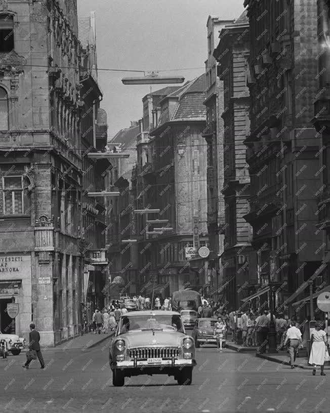 Közlekedés - Budapesti képek - Váci utca