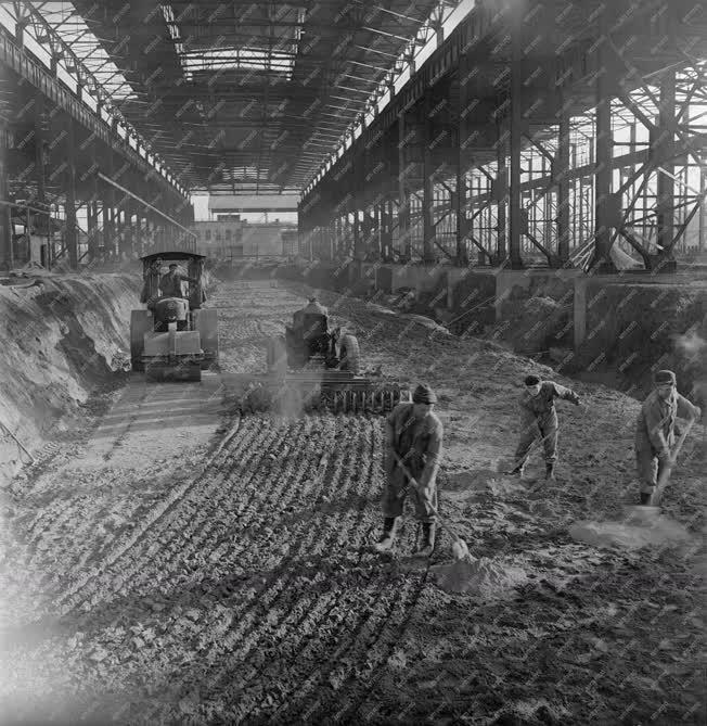 Ipar - Épül a Dunaújvárosi Hideghengermű