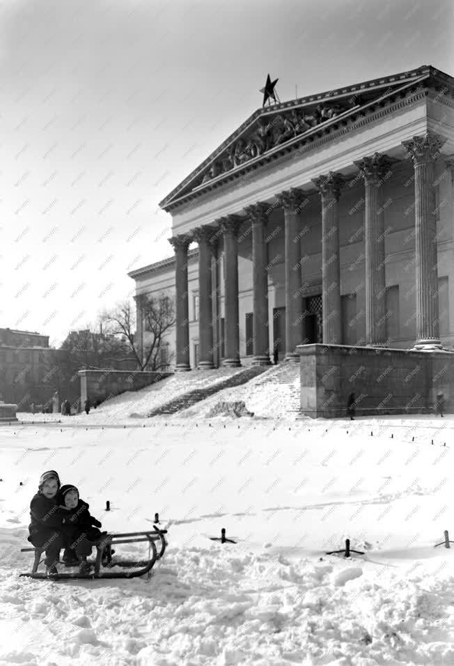 Városkép-életkép - A múzeumkert télen