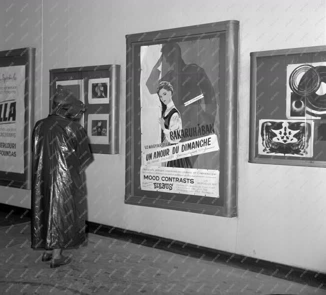 Szórakozás - Párizsi mozi - Bakaruhában
