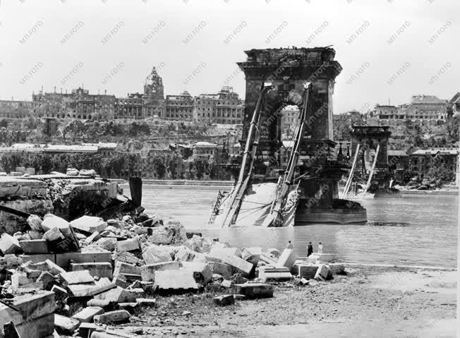 Magyarország a II. világháborúban: A lerombolt Lánchíd