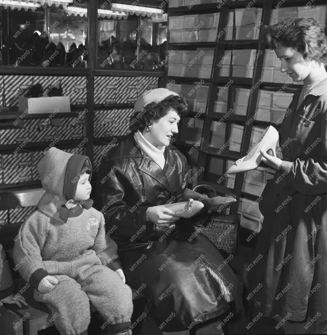 Kereskedelem  - Cipőbolt