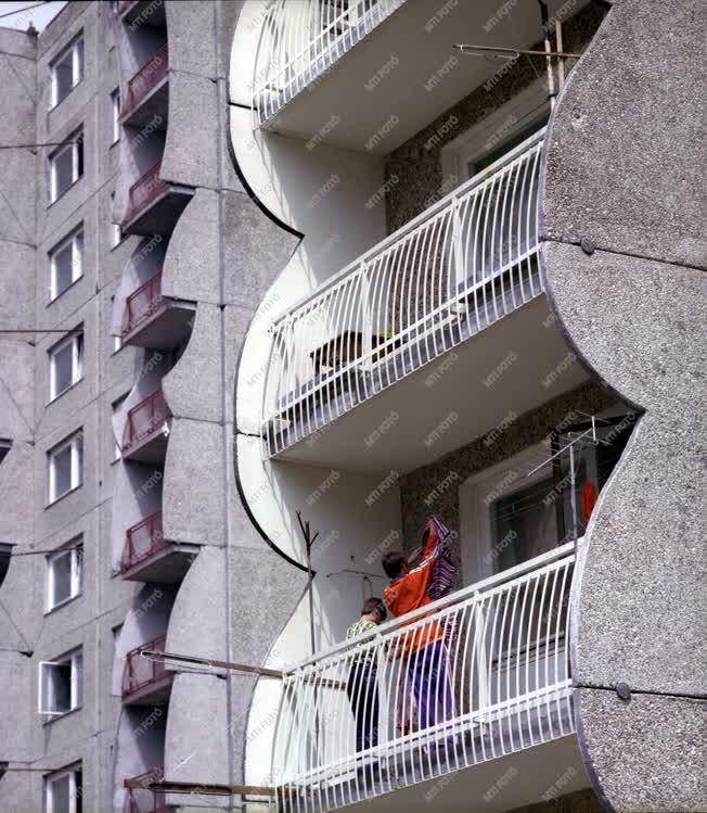Városkép-életkép - Az új paksi lakótelep
