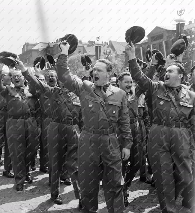 Belpolitika - Május 1-i felvonulás